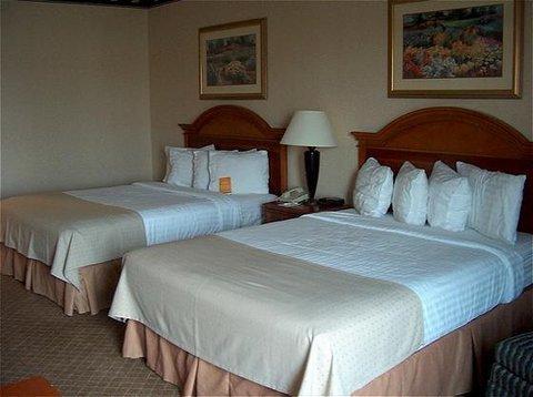 фото The Plaza Hotel & Suites Winona 488259335
