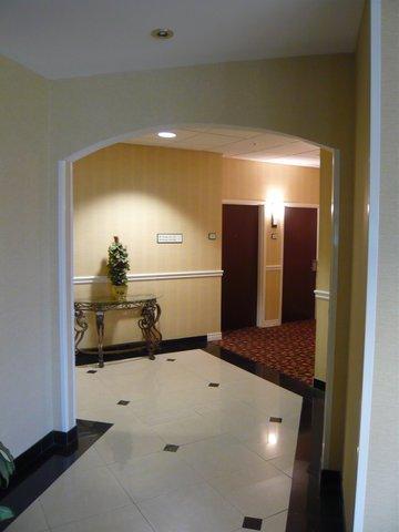 фото Radisson Hotel & Suites - Eastlake 488259971