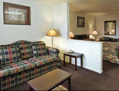 фото Days Suites Fredericksburg Tx 488265506