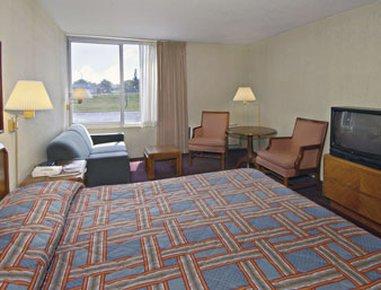 фото Howard Johnson Plaza Hotel - Grand Rapids 488265771