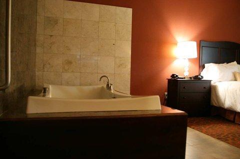 фото Hampton Inn & Suites Mission 488266202