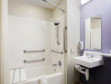 фото Microtel Inn & Suites - Meridian 488267639