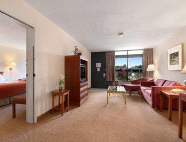фото Holiday Inn Paris-Loop 286 & Pine Mill Rd 488268199