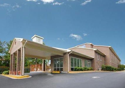 фото Econo Lodge Inn & Suites Ft. Jackson 488268317