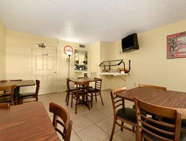 фото Howard Johnson Express Inn & Suites Lakefront Park Kissimmee 488269453