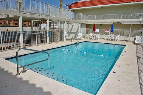 фото Motel 6 Phoenix - Black Canyon 488271094