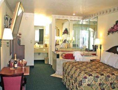 фото Days Inn & Suites Pine Mountain-Maingate N Of Callaway Garde 488273316