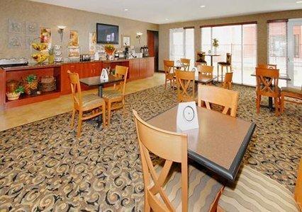 фото Sleep Inn & Suites 488275547