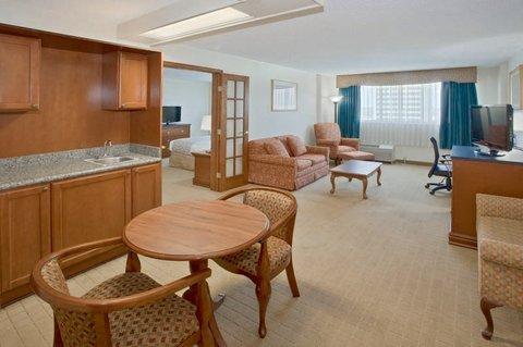 фото La Quinta Inn & Suites Downtown Conference Center 488281315