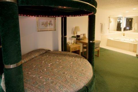 фото Americas Best Value-Courtyard Inn 488282551