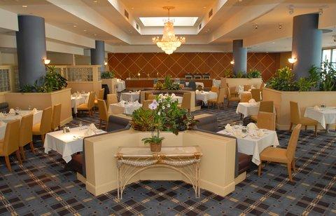 фото Crowne Plaza Hotel Los Angeles Harbor 488282577