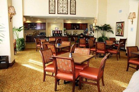 фото Hampton Inn & Suites Redding 488283523