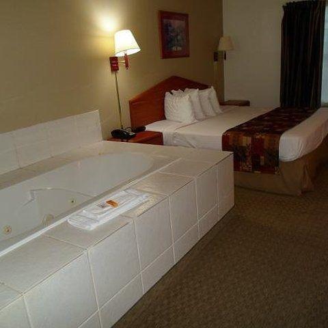 фото Magnuson Hotel Countryside 488290181