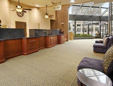 фото Ramada Waterloo Hotel and Convention Center 488293509