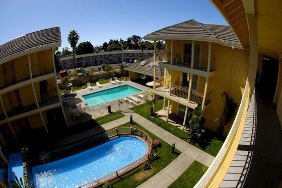 фото Days Inn and Suites Santa Cruz 488297748
