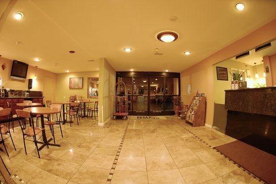 фото Days Inn and Suites Santa Cruz 488297749