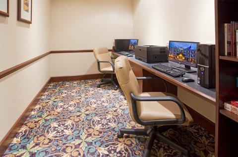 фото Staybridge Suites Milwaukee West-Oconomowoc 488308787