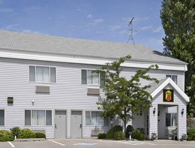 фото Super 8 Williamsburg Amana Colonies Area Hotel 488308928