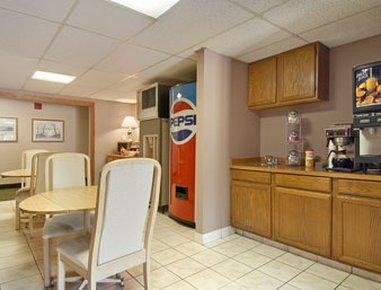 фото Super 8 Motel - Hartford 488309456