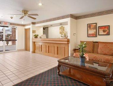 фото Super 8 Motel Windsor 488312991