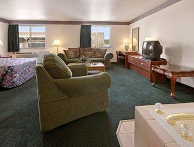 фото Super 8 Motel Windsor 488312995