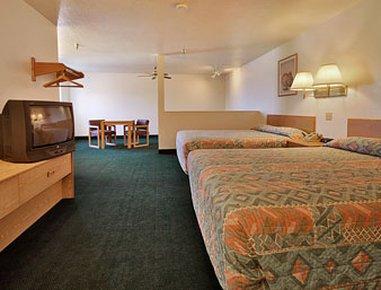фото Super 8 Motel - FT. Sumner 488313757