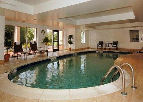 фото Comfort Suites West Warwick 488316965