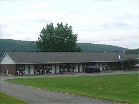 фото Red Carpet Inn On The Lake 488319157