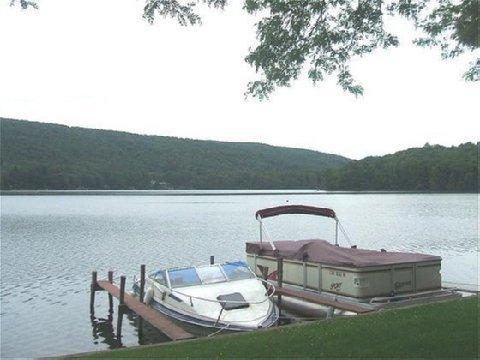 фото Red Carpet Inn On The Lake 488319158