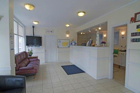 фото Americas Best Value Inn & Suites/Hyannis 488323372