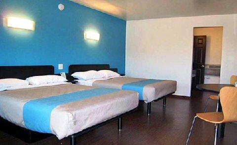 фото Motel 6 University 488323394
