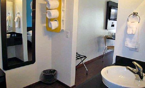 фото Motel 6 University 488323396