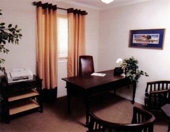 фото Vineyard Court Designer Suites Hotel 488323402