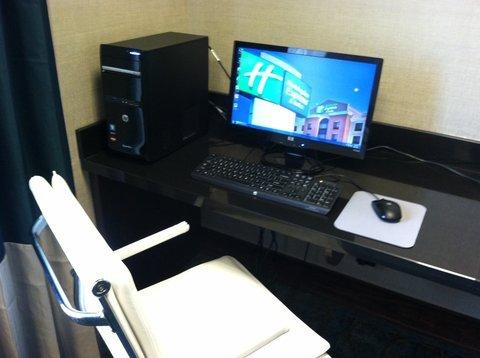 фото Holiday Inn Express & Suites Oak Ridge 488326923