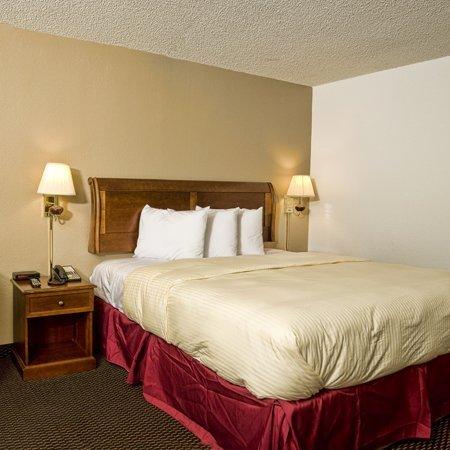 фото Express Inn & Suites 488331766