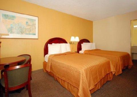 фото Econo Lodge Inn & Suites 488339411