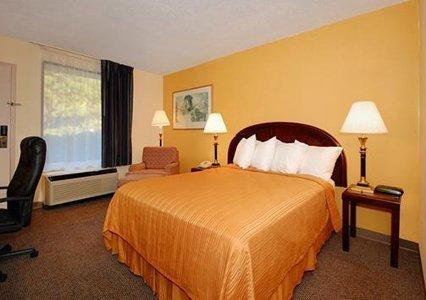 фото Econo Lodge Inn & Suites 488339413