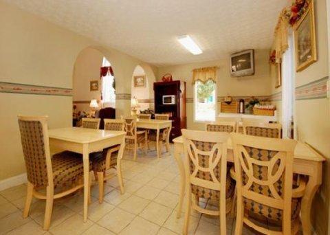 фото Econo Lodge Inn & Suites 488339414