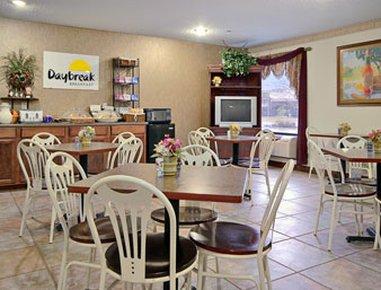 фото Days Inn and Suites New Iberia 488341032