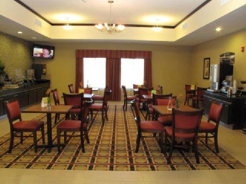 фото La Quinta Inn & Suites Cleveland 488342516