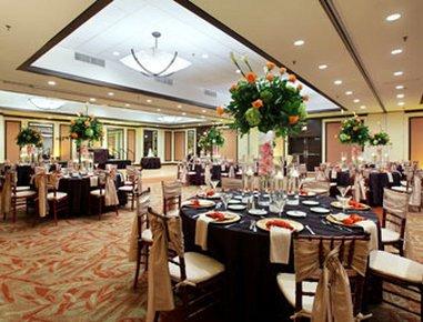 фото Howard Johnson Plaza Hotel Hialeah Gardens 488347569
