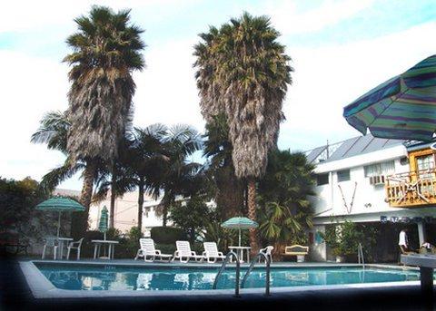 фото Tradewinds Airport Hotel 488349201