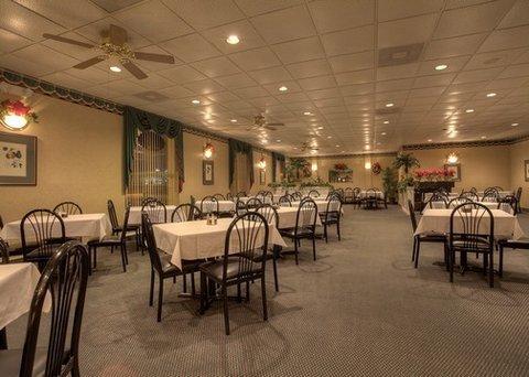 фото Econo Lodge Inn & Suites Lumberton 488353360