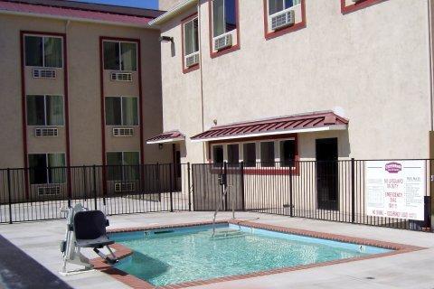 фото Motel 6 Hesperia 488353371