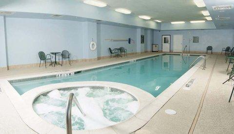 фото La Quinta Inn & Suites Garland Harbor Point 488354421