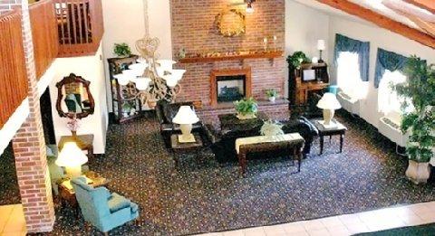 фото AmericInn Lodge & Suites New London 488356385