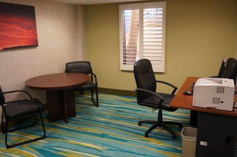 фото Ramada Plaza Hotel And Suites 488363222