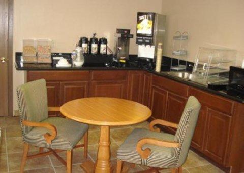 фото Rodeway Inn & Suites Riverton 488367628