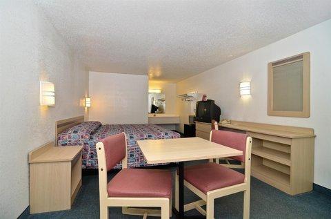 фото Americas Best Value Inn Mentor 488368025