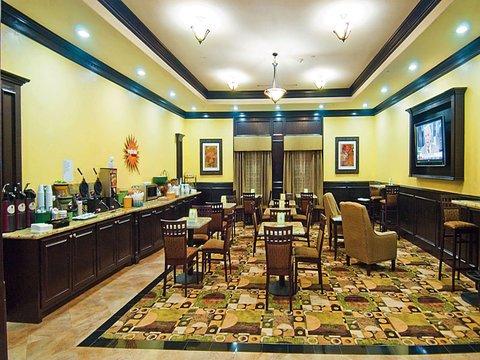 фото La Quinta Inn & Suites DFW Airport West - Bedford 488370757